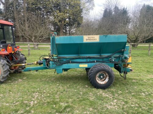 Ultra Spreader Top Dresser Trailed Topdresser Large